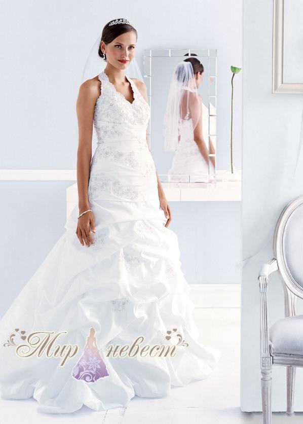 Saloon.  Очень пышное свадебное платье.